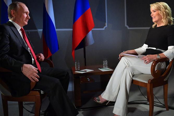 Президент России Владимир Путин и телеведущая NBC News Мегин Келли во время интервью, 2017 год