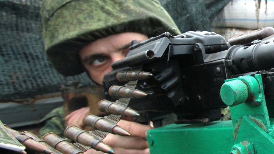 Военнослужащий Народной милиции ДНР на позиции, февраль 2020 года