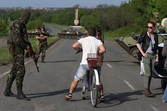 На территории блокпоста армии Украины на участке трассы Харьков – Ростов между Славянском и Краматорском