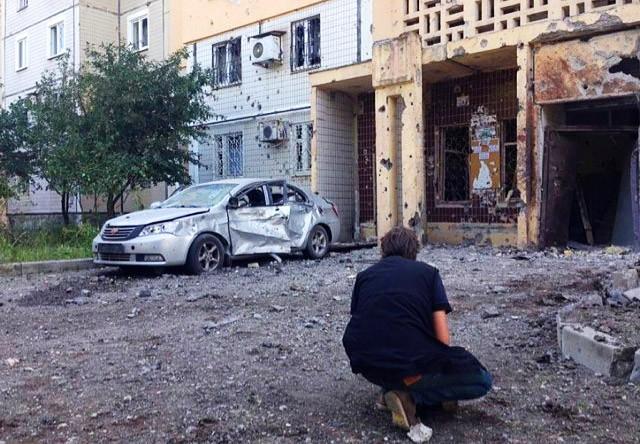 Последствия артобстрела городских кварталов Донецка