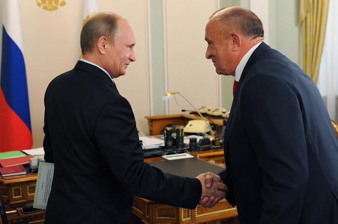 Президент России Владимир Путин и временно исполняющий обязанности главы Удмуртии Александр Соловьев во время встречи в Ново-Огарево, август 2014 года