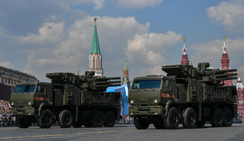Зенитные ракетно-пушечные комплексы «Панцирь-С» во время генеральной репетиции военного парада Победы, 7 мая 2019 года