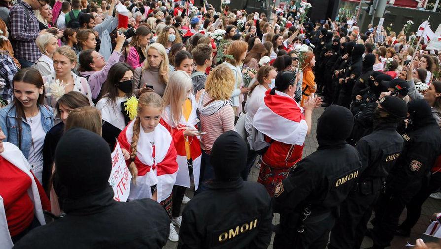 Белорусские силовики во время женской демонстрации в Минске, 29 августа 2020 года