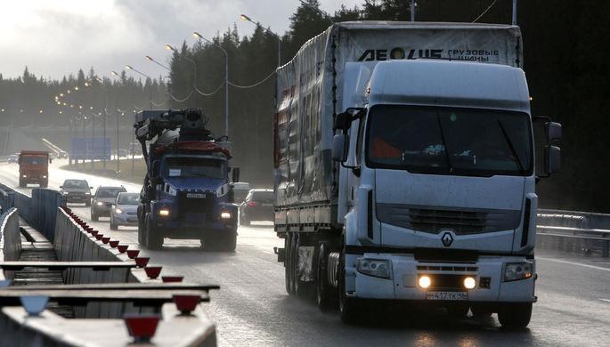 Старым грузовикам закрыли доступ в Петербург