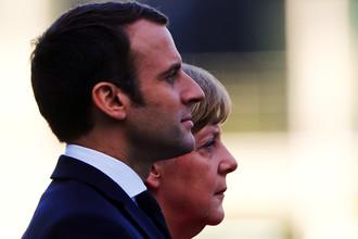 Канцлер ФРГ Ангела Меркель и новый президент Франции Эммануэль Макрон во время встречи в Берлине