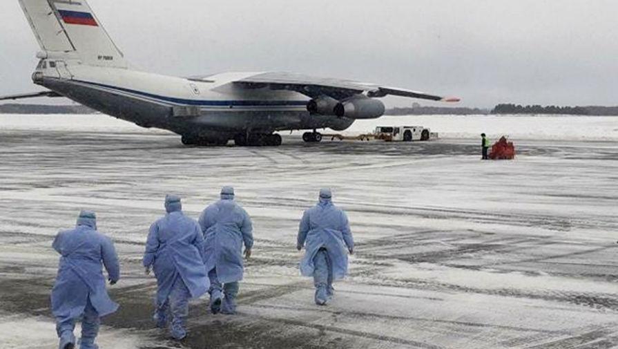 Самолет Ил-76 российских ВКС с российскими гражданами, эвакуированными из КНР в связи с распространением коронавируса в тюменском аэропорту Рощино, 5 февраля 2020 года
