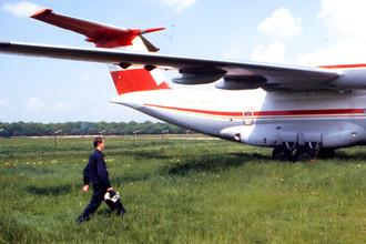 Самолет на аэродроме в Харькове, 1989 год
