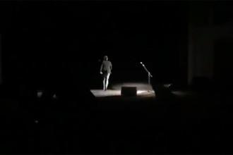 Украинские радикалы срывают моноспектакль Константина Райкина в Одессе, скриншот видео
