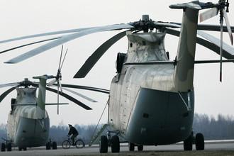 Тяжелый транспортный вертолет Ми-26 на аэродроме в Кубинке, 2010 год