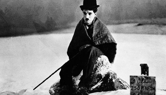 Чарли Чаплин в сцене из фильма «Золотая Лихорадка», 1925 год