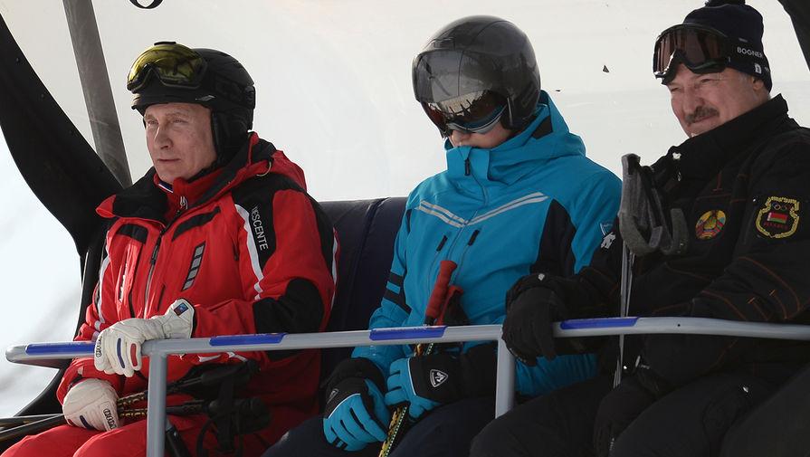 Президент России Владимир Путин и президент Белоруссии Александр Лукашенко с сыном Николаем во время катания на лыжах в Сочи, февраль 2018 года