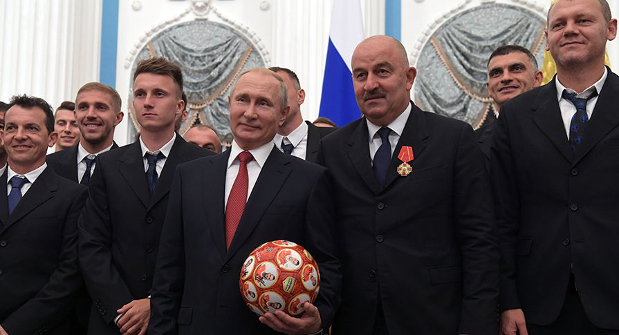 Football players of the Russian national team banned drinking champagne in the Kremlin