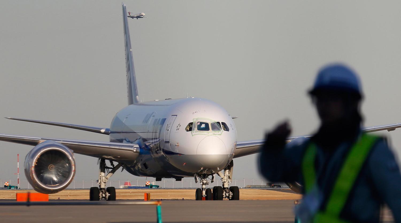 В аэропорту Норильска самолет Boeing выкатился за пределы взлетно-посадочной полосы