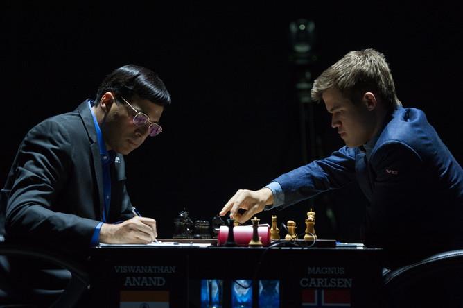 Ананд и Карлсен завершили восьмую партию ничьей