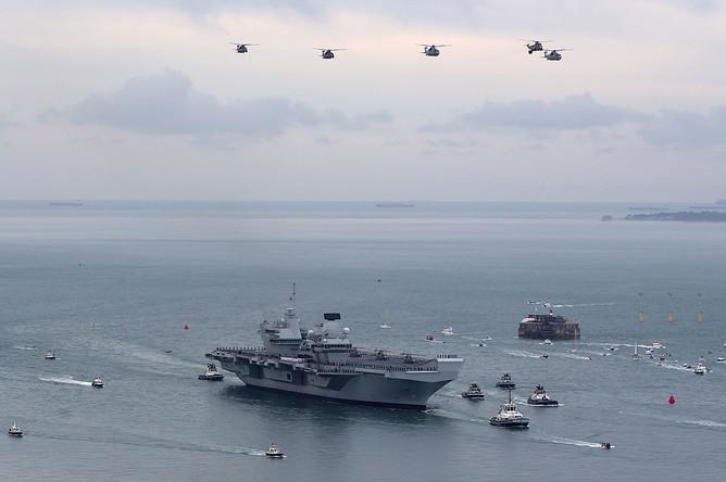 Авианосец «Королева Елизавета» прибывает в порт Портсмут, 16 августа 2017 года