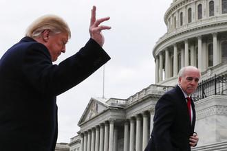 «Огонь по своим»: зачем Трамп атакует республиканцев