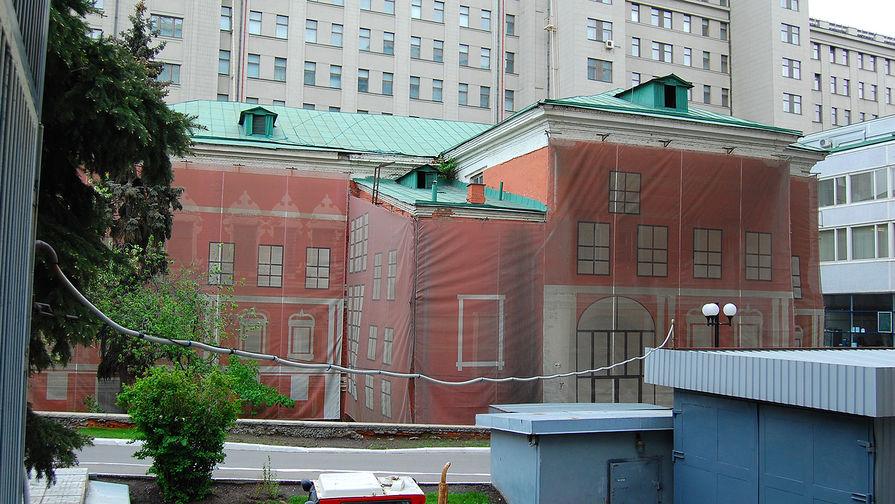 Обтянутые фальш-фасадом «Палаты Троекурова», 2015 год