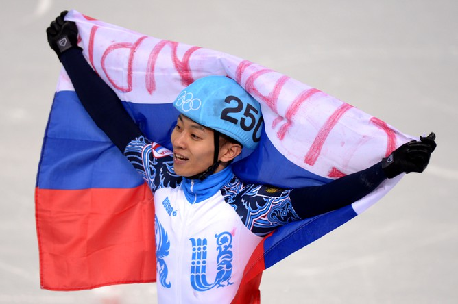 Шорт-трекист Виктор Ан с флагом России