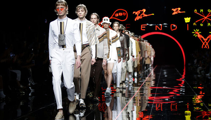 Показ коллекции Fendi во время Недели моды в Милане, июнь 2018 года