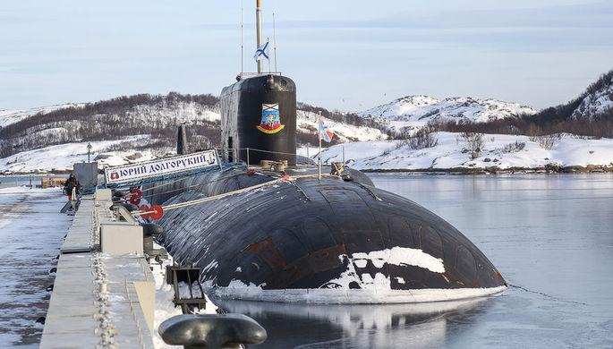 Атомная подводная лодка К-535 «Юрий Долгорукий» на причале в Мурманской области, 2019 год