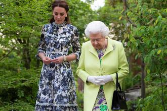 Кейт Миддлтон и Елизавета II во время прогулки, 21 мая 2019 года