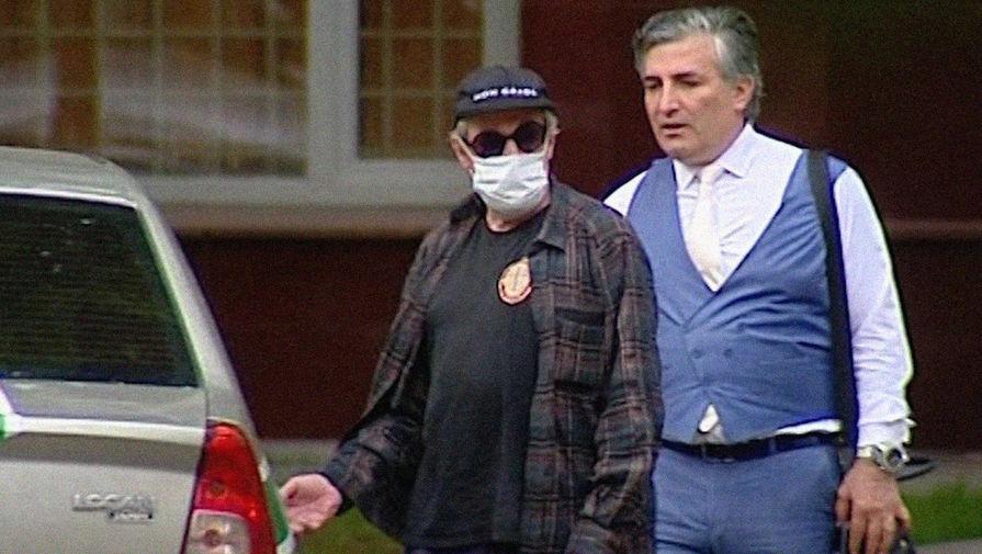 Адвокат Ефремова опроверг сведения о своем увольнении