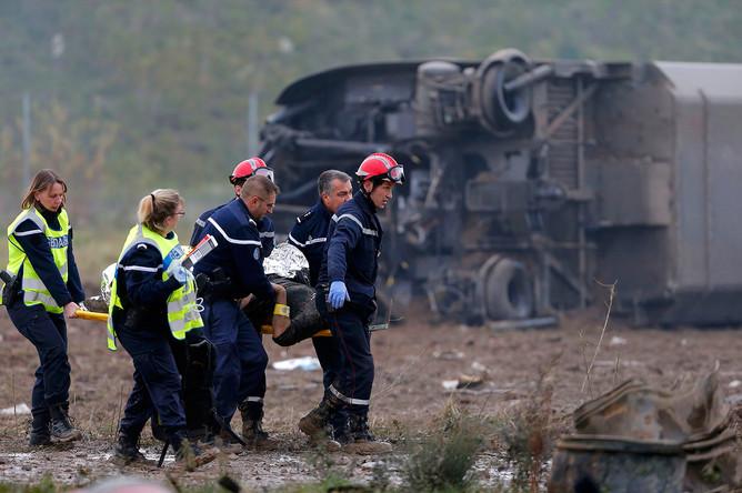 Спасательная операция на месте крушения скоростного поезда на востоке Франции
