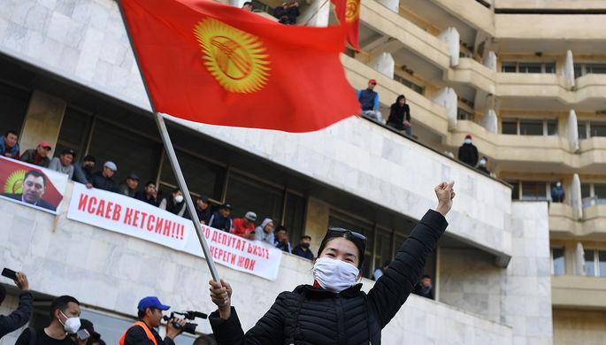 Президент из СИЗО и «ханституция»: за что голосует Киргизия