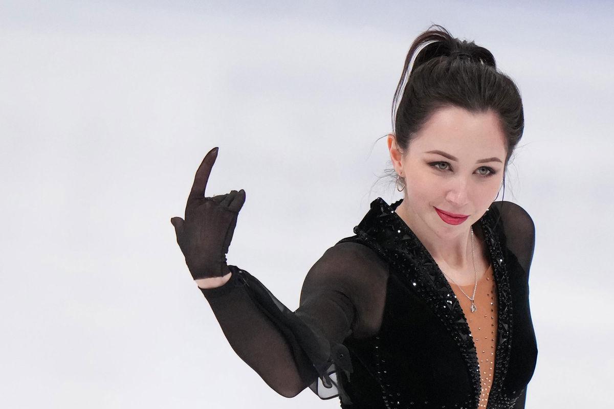 Елизавета Туктамышева в произвольной программе женского одиночного катания на чемпионате мира по фигурному катанию в Стокгольме