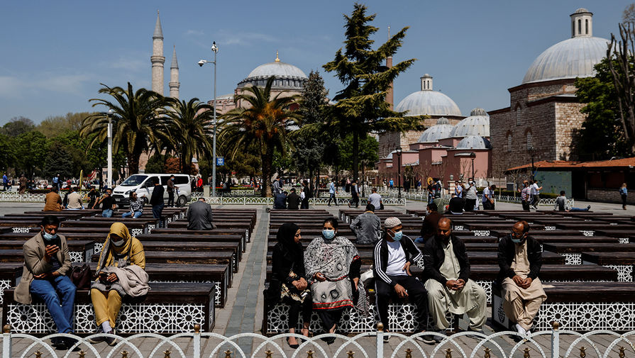 Турция начнет ослаблять ограничения по коронавирусу с 17 мая