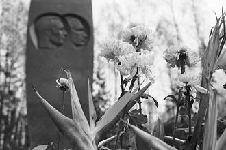 Мемориал на месте гибели летчика-космонавта СССР Юрия Гагарина и летчика-испытателя Владимира Серегина в Киржаче, ноябрь 1975 года