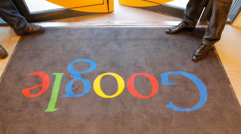 Акции Google рухнули на 7% после публикации отчетности