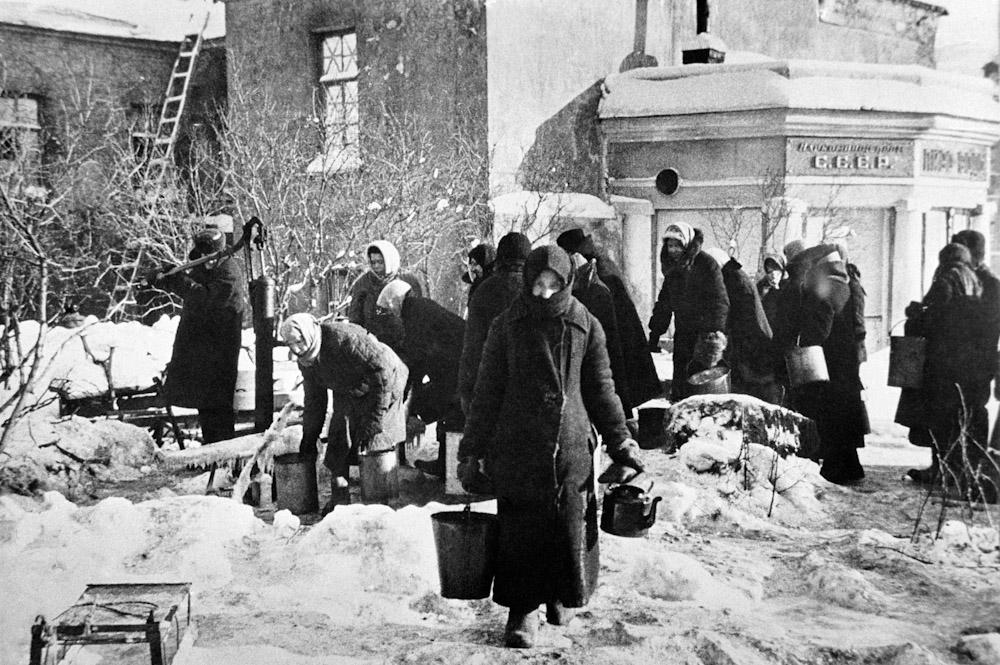 Картинки по запросу Жизнь в Блокадном Ленинграде