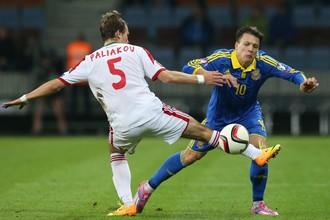 В первой игре Евгений Коноплянка (№10) еще представлял «Днепр», теперь он сыграет против Белоруссии в статусе футболиста «Севильи»