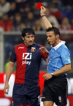 Каха Каладзе получает красную карточку