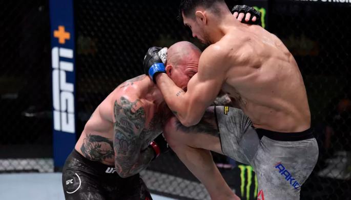 Не хватало Анкалаева: турнир UFC обошелся без нокаутов