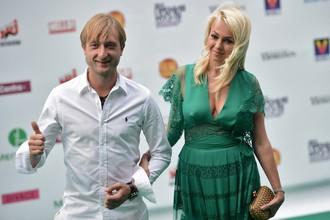 Российский фигурист Евгений Плющенко и его супруга Яна Рудковская