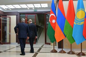 Президент России Владимир Путин и президент Республики Казахстан Нурсултан Назарбаев на неформальной встрече глав государств СНГ, 26 декабря 2017 года