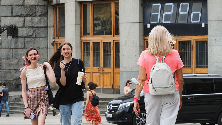 В метро Москвы начали раздавать воду из-за жары