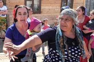 Цыган заставляют снести свой поселок