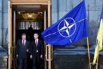 Президент Украины Петр Порошенко и генеральный секретарь НАТО Йенс Столтенберг (фото из архива)