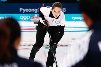 Олимпийская спортсменка из России Анастасия Брызгалова во время матча против сборной команды Южной Кореи на Олимпийских играх в южнокорейском Пхенчхане, 10 февраля 2018 года