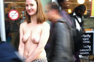 Жительница Нью-Йорка протестует и ходит голой