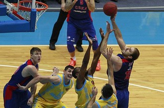 Ненад Крстич (справа) стал лучшим снайпером матча с «Астаной», набрав 20 очков