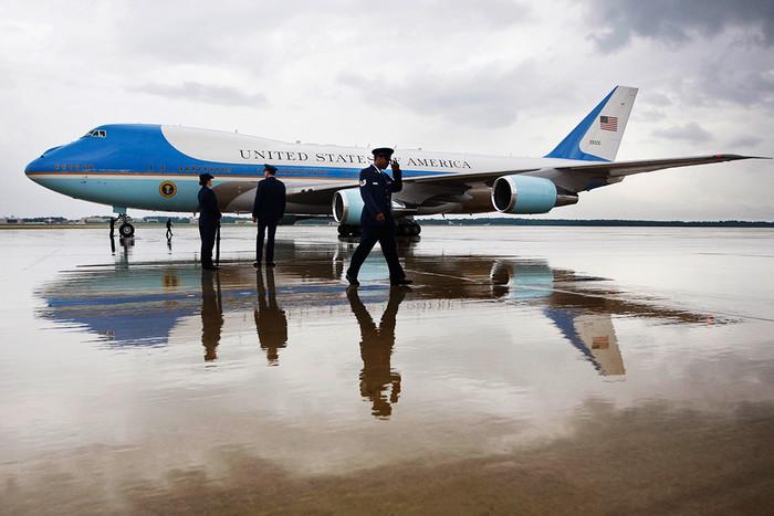 Boeing VC-25 введен в эксплуатацию в 1990 году еще во время президента Джорджа Буша-Старшего. Барак...