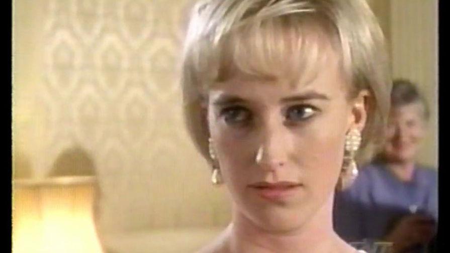 Актриса Эми Секомб в фильме «Диана— королева сердец» (1998). Картина про последний год жизни принцессы, где перемешались громкие романы, работа и отношения с сыновьями. Для Эми Секомб эта роль стала единственной в фильмографии.