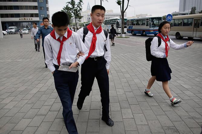 Школьники идут на учебу, 28 сентября 2016 года