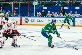Эпизод матча «Авангард» — «Салават Юлаев» в серии плей-офф КХЛ