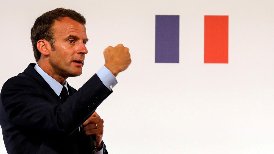 «В отставку!»: Макрона освистали на параде в Париже