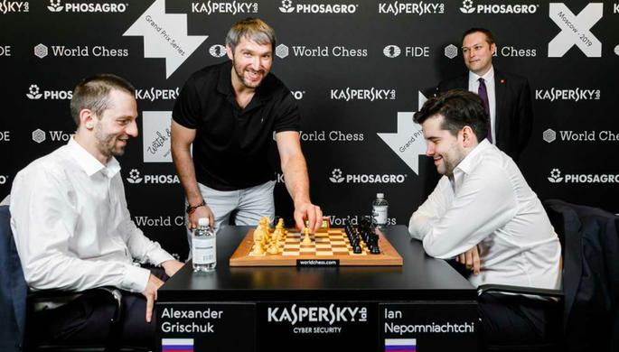 Хоккеист Александр Овечкин, шахматисты Ян Непомнящий и Александр Грищук на этапе Гран-при ФИДЕ в Москве